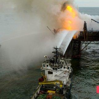 Gunashli Offshore Platform Fire (12).jpg