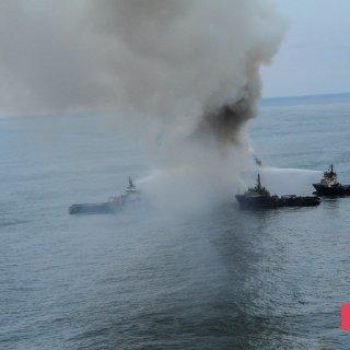 Gunashli Offshore Platform Fire (15).jpg
