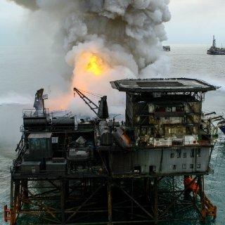 Gunashli Offshore Platform Fire (8).jpg