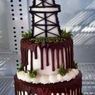 Gusher Oilfield Cake (4).jpg