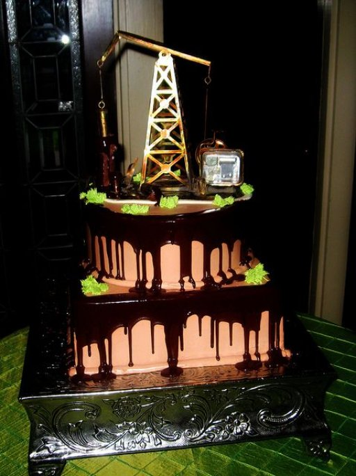 Pump Jack Oilfield Cake (3).jpg