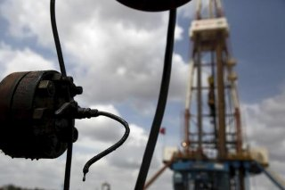 Crude oil drips from a valve at an oil well operated by Venezuela's state oil company PDVSA, in the oil rich Orinoco belt, near Morichal at the state of Monagas April 16, 2015.<br> REUTERS/CARLOS GARCIA RAWLINS/FILE PHOTO