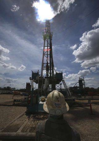 Demand for land rigs will rise 29 percent next year to 579, according to a report from the S&P Global Platts unit. Platts RigData forecasts average West Texas Intermediate crude prices will climb 23 percent to $52.18 a barrel in 2017 (Photo: John Davenport /San Antonio Express-News)