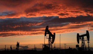 Site of an oil field is seen at sunset in Karamay Xinjiang Uighur Autonomous Region China May 7 2017. Picture taken May 7 2017. REUTERS-Stringer