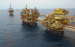Veracruz Mexico Oilman Falls from Platform and Dies