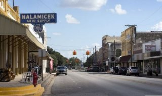 St. Joseph Street in downtown Gonzales is quiet on Thursday September 17, 2015. JAY JANNER / AMERICAN-STATESMAN