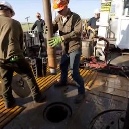 Animation of Hydraulic Fracturing (fracking)